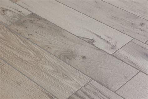 finto legno per pavimenti pavimenti in finto legno piastrelle per casa