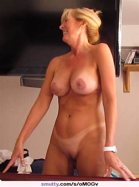 Blonde Milf Mature Housewife Weddingring Fullfrontal