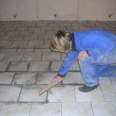 faire les joints de carrelage comment faire les joints de carrelage au sol astuces trucs