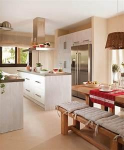 Küchen Ideen Landhaus : k che farben ideen wei e k chenzeile wandfarbe magnolia aprikose landhaus flair k che in 2019 ~ Heinz-duthel.com Haus und Dekorationen