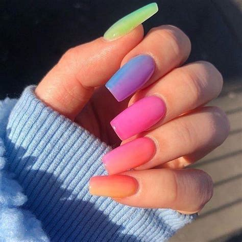 Todo sobre las ✅ uñas acrílicas 2020 ✅ : 42 Mejores diseños de uñas en tendencia (2020) - Decoración 💅🏼   Manicura de uñas, Uñas arcoiris ...