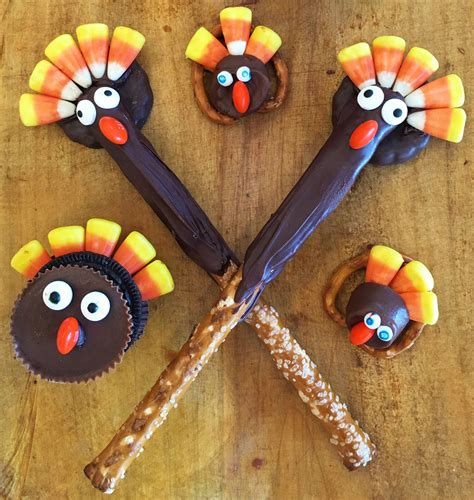 These tasty and easy to make thanksgiving desserts might steal the show from your main whether prefer traditional treats like pumpkin pie and pecan pie, or you like to put a fall twist on your favorite dessert these turkey day treats are almost too cute to gobble up. Candy Turkey Treats to Make for Thanksgiving - Cute Turkey ...