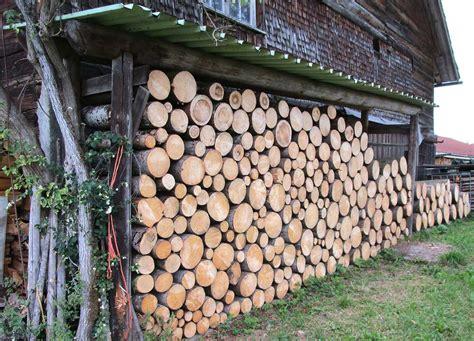 Holz Vor Der Hütte Bilder by Viel Holz Vor Der H 252 Tte Besonders Reichlich Gibt Es Das
