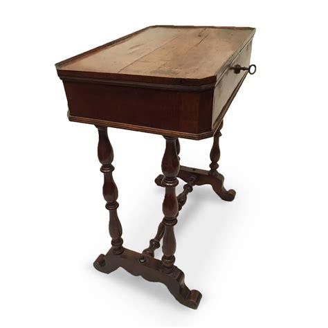 tavolino con cassetto tavolino antico in noce con cassetto ideale per tutte le