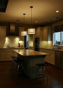 Pendant lighting island bench : Kitchen island lighting system with pendant and chandelier