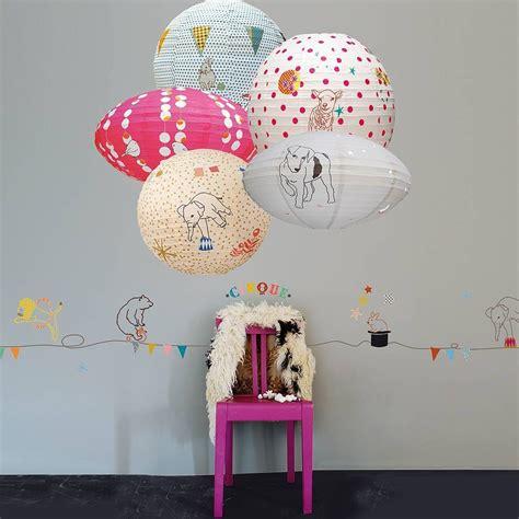 style chambre deco chambre enfant lanternes mimis circus