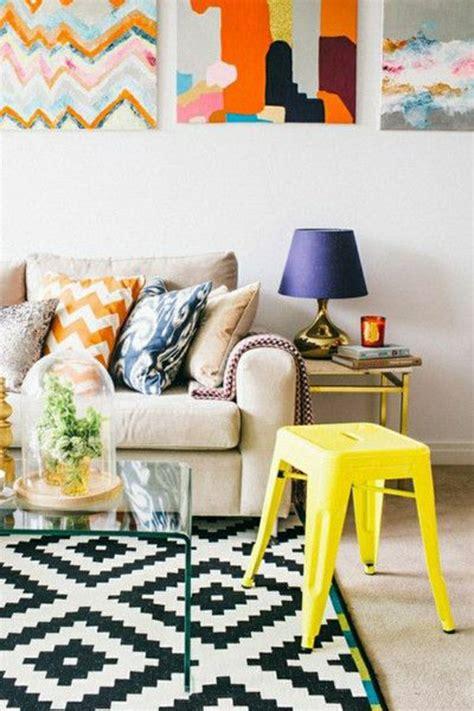 chaise basse la chaise plastique un meuble moderne pour la maison