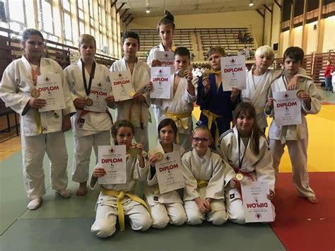 Desiatka medailí Junioru - SME   MY Novohrad