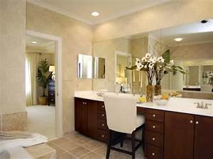 Traditional, Master, Bathroom, With, Luxury, Vanity