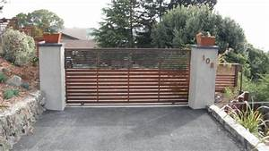 Here39s A Contemporary Driveway Gate With Horizontal Wood