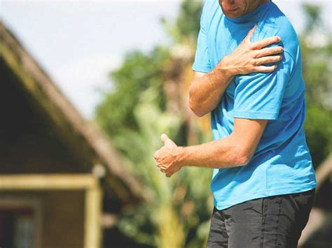 dislocated shoulder symptoms recovery