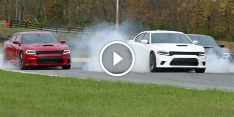 Dodge Charger Hellcat Burnouts by 2015 Dodge Charger Srt Hellcat In A Trio Burnout
