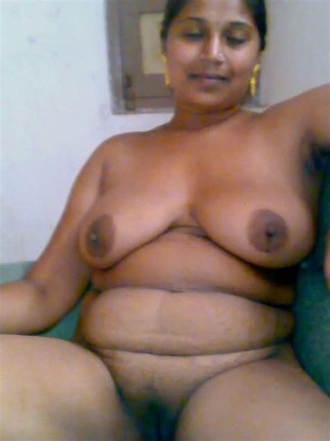 गांव की भाभी की चूत की गरमा गरम सेक्सी तस्वीर Fuck In Saree