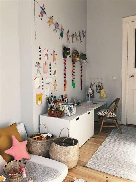 Kinderzimmer Gestalten Für 10 Jährige by Kinderzimmer F 252 R Eine 2 J 228 Hrige Bunt Kinngerecht Und