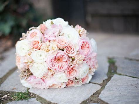 The Flowers Designed In This Brides Bouquet Are Juliet