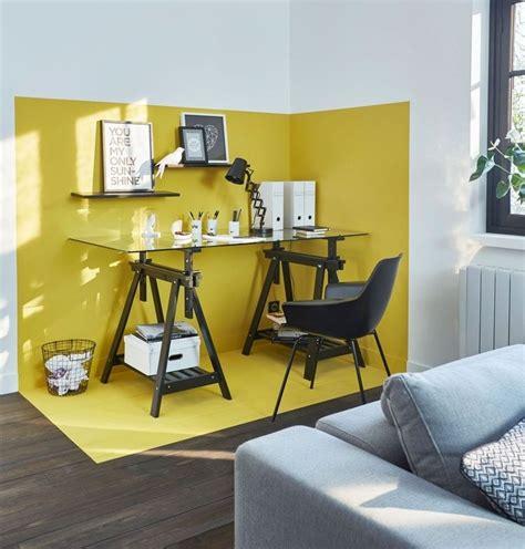 coin bureau delimite grace  la peinture jaune sur les