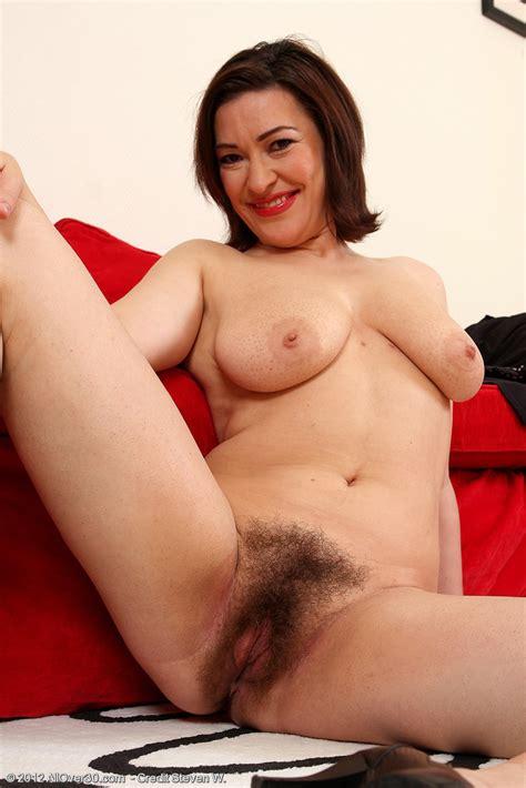 Milf Laura K Spread Her Hairy Snutch Milf Fox