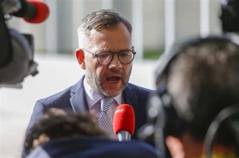Goran pandev und eljif elmas schiessen nordmazedonien zum sieg gegen deutschland. EU will Beitrittsgespräche mit Nordmazedonien und Albanien ...
