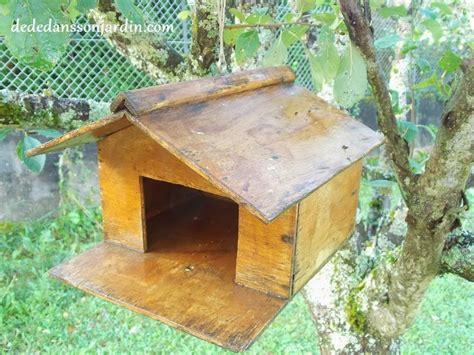 fabriquer une cabane en bois pour oiseaux mzaol