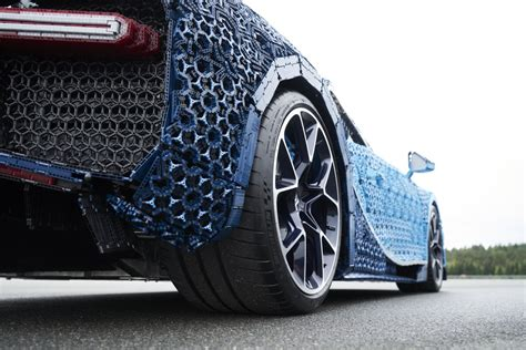 The lego chiron is fully driveable. LEGO Unveils Full-Size, Driveable Bugatti Chiron - autoevolution