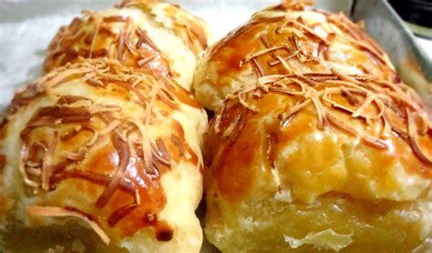 Kartika sari berdiri, berawal sejak tahun 1970an dari seorang ibu yang berantusias membuat berbagai macam kue dari rumahnya. Resep Indonesia: Bolen Pisang Keju Super Lembut