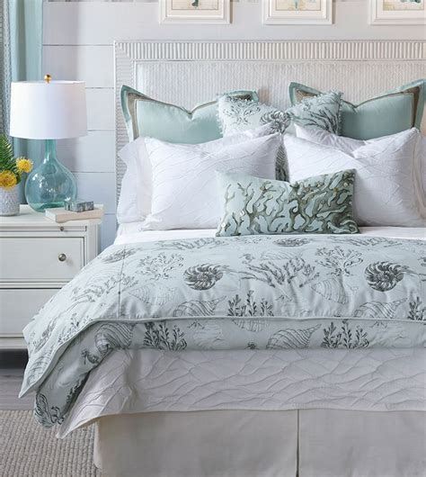 Luxury Tropical Bedding Typical