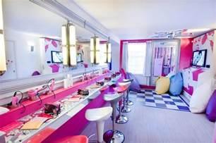 London Themed Bedroom by Espacios Cool Para Ni 241 Os Sleepover Suite En Alton Towers