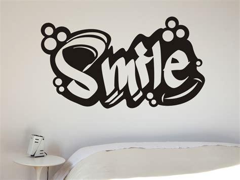 Graffiti Smile : Wandtattoo Schriftzug Smile Von Wandtattoo.net