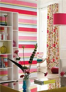 Tapeten Mit Streifen : dekorative wandgestaltung farbige tapeten mit streifen ~ Frokenaadalensverden.com Haus und Dekorationen