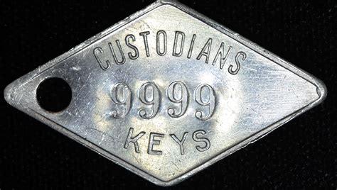 Custodians 9999 Vintage Keys Key Tag Fob Label 44mm