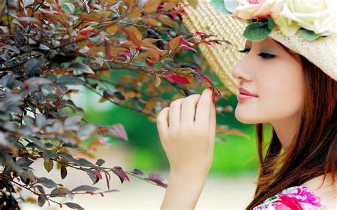Beautiful Girls Wallpapers  Simple Wallpapers