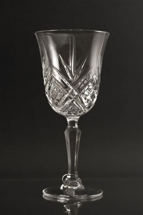 types uses glassware crystal glass tv