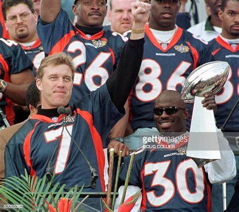 Denver Broncos Quarterback John Elway Salutes The Crowd