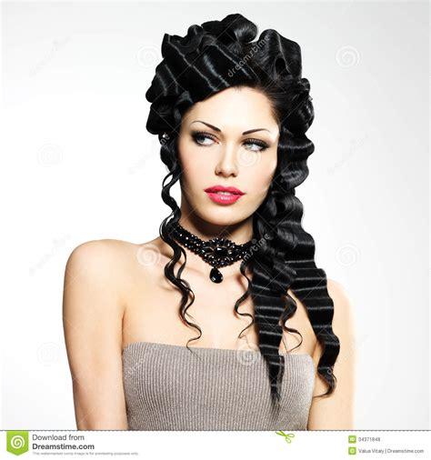 Belle Femme Avec La Coiffure De Mode Photo Stock Image