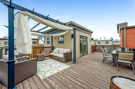 River North townhouse with roof deck: $849,000   Chicago