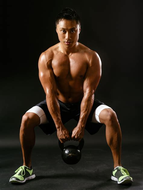 kettlebell squats exercises entrainement sportif male demi med musculation jambes dans workouts avec effective most entrainements fitness shirtless crouching verneret