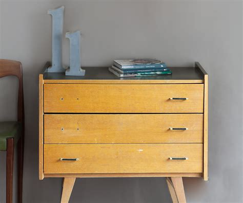 peindre meuble cuisine mélaminé meuble récup relooker une commode avec la peinture
