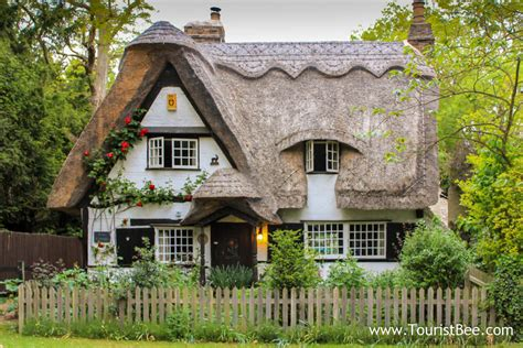 9 Favorite Cute And Quaint Country Cottages Touristbeecom