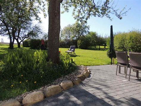 ferienhaus mit gepflegtem naturgarten und schleiblick