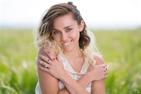 Review Miley Cyrus 'malibu'