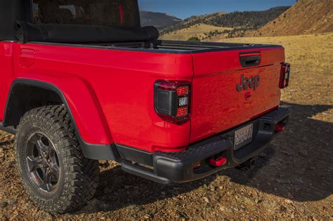 2020 jeep gladiator bed size 2020 jeep gladiator the solid axle open air truck of