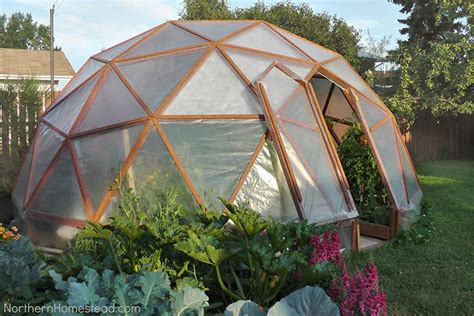 Diy greenhouses can be put together quite inexpensively if you make use of recycled common greenhouses come in many forms. 13 Cheap DIY Greenhouse Plans - Off Grid World