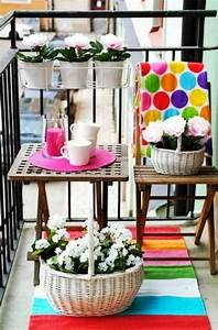 1001 ideen zum thema schmalen balkon gestalten und einrichten With balkon teppich mit blumen tapete retro