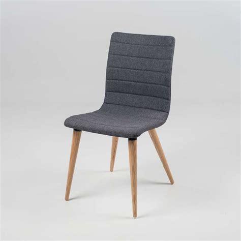 chaise tissu et bois chaise scandinave en tissu et bois doris 4 pieds