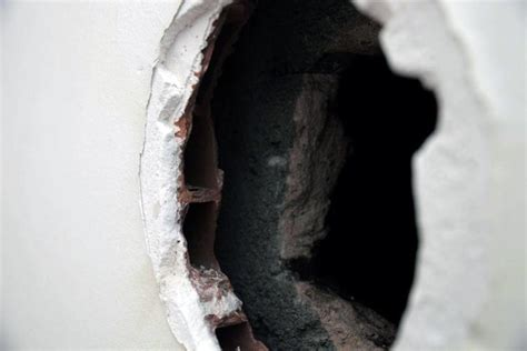 boucher un trou boucher le trou d a 233 ration d un po 234 le 224 bois dans du placo