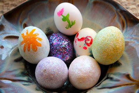 Make Easter Egg Decorating Eggciting