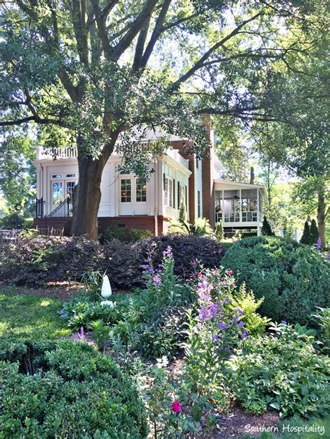 southern homes and gardens feature friday a traditional colonial home garden