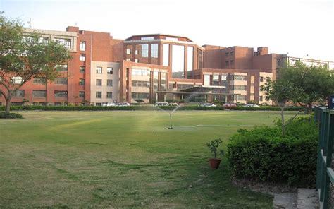 Amity University, Gurgaon  Images, Photos, Videos