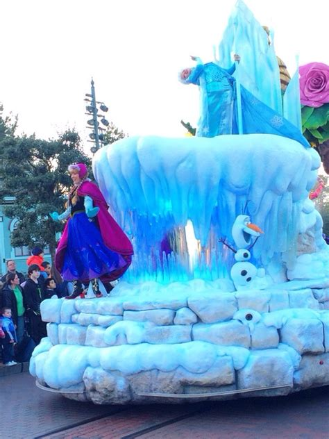 anna elsa olaf   frozen parade float  disneyland paris