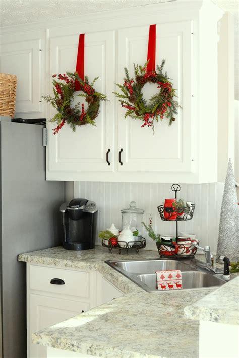 wonderful christmas kitchen decor ideas    cozier
